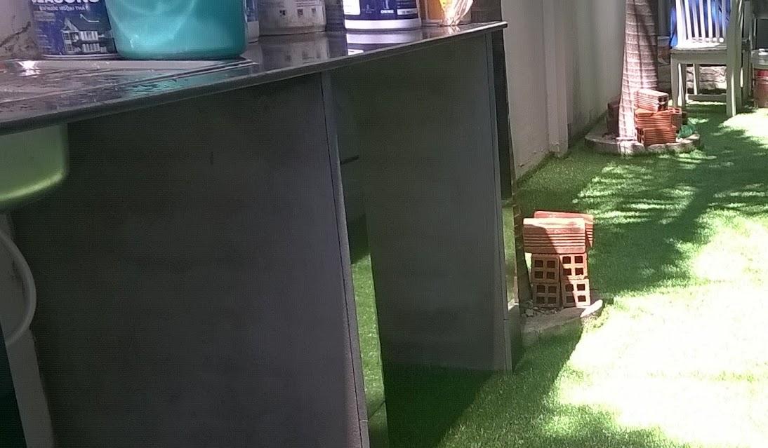 sự phát triển thảm cỏ nhân tạo năm 2018 và tiền phí làm một sân banh đá cỏ sân vườn