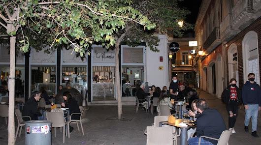 Bares y tiendas de toda Almería no tendrán que cerrar ya a las ocho de la tarde