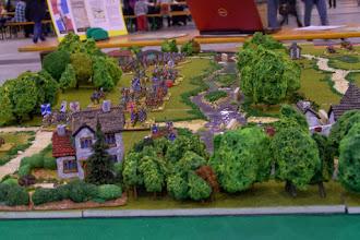 Photo: Il campo di battaglia visto da oriente (miniature Donnngton, Lurkio e Venexia, materiale scenico TimeCast e autocostruito)