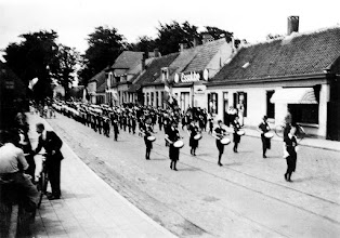 Photo: 1937 De drumband 'Sport en spel' tijdens de bondsdag van 1937 in de Liesboschstraat.