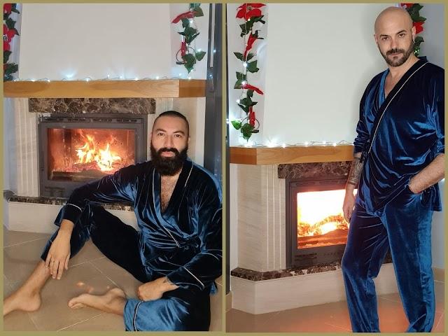 Sergi Regal y su pareja, Roberto Purralef, mostrando el pijama unisex creado.