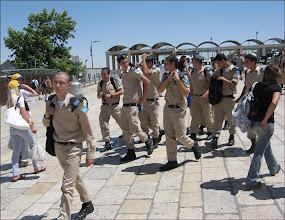 Photo: Иерусалим Стена плача. Зато эти ребята хоть куда! На наших затюканных солдатиков совсем не похожи.