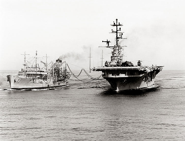 USS Chipola (AO-63) refueling the Princeton