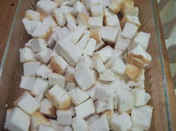 Place cake cubes in a 13 x 9 dish coated with cooking spray