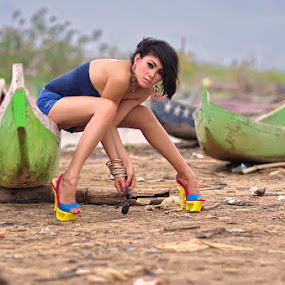 QL on the boat by Rizal Djuuna - People Fashion