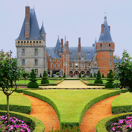 Château de Mme de Maintenon by Gérard CHATENET - Buildings & Architecture Public & Historical