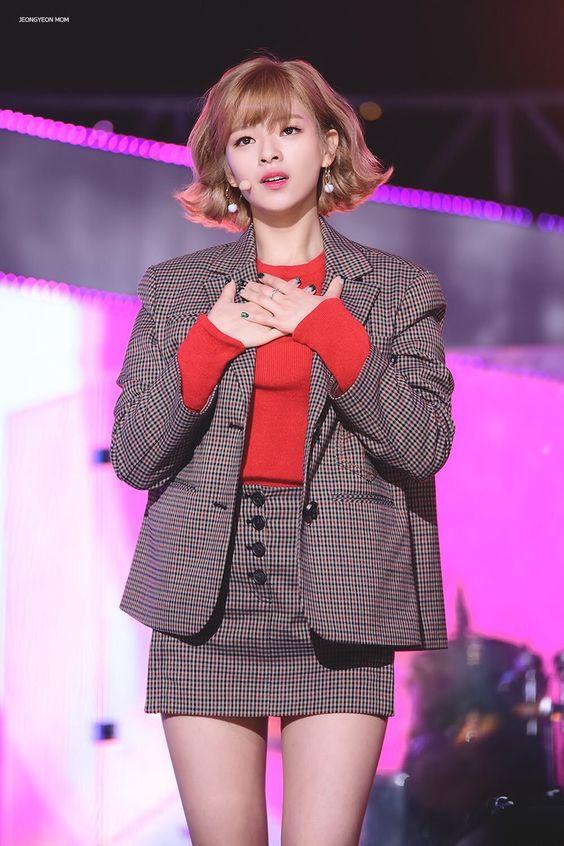 jeongyeon suit 24