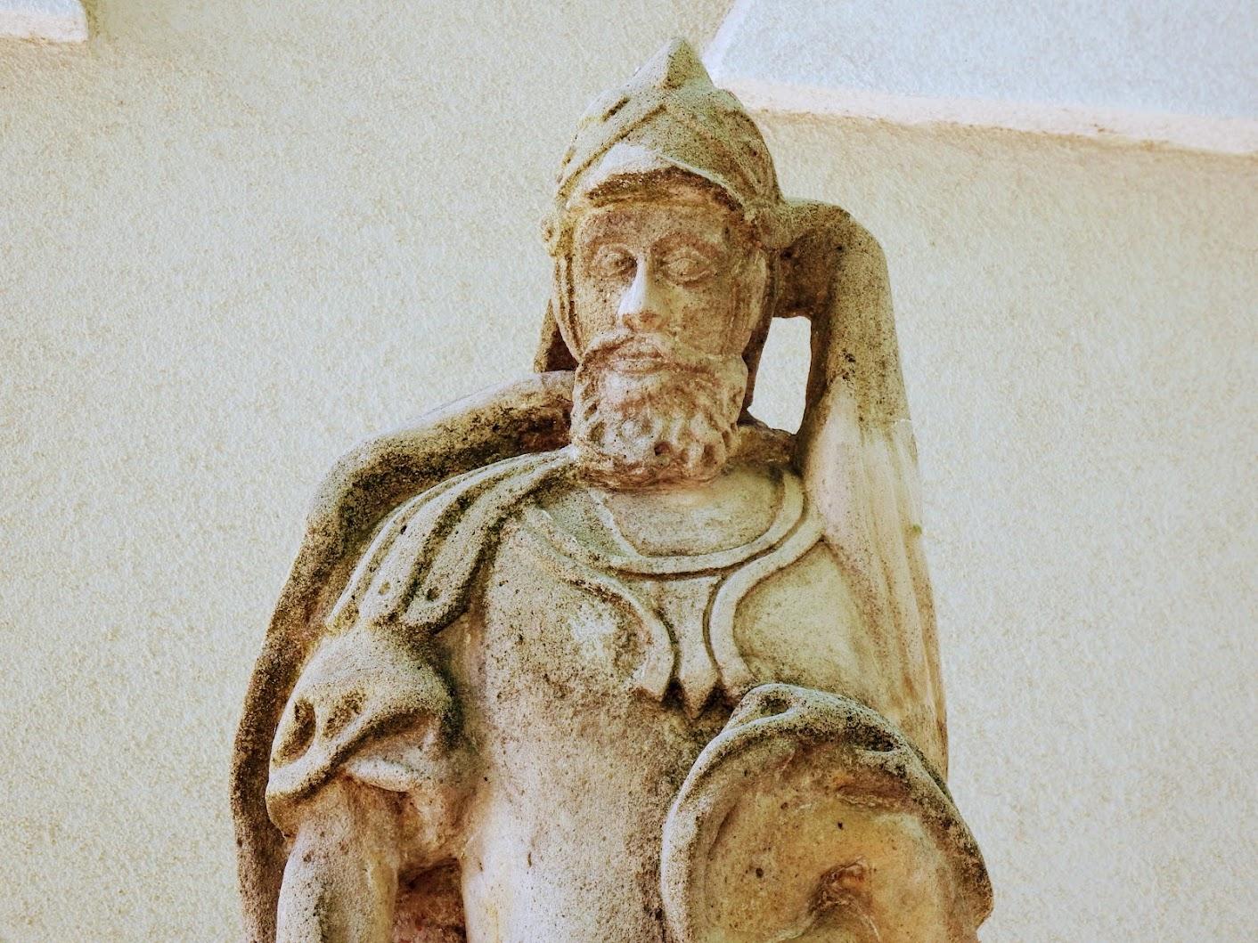 Pusztavám - Szent Flórián-szobor a templom előtt