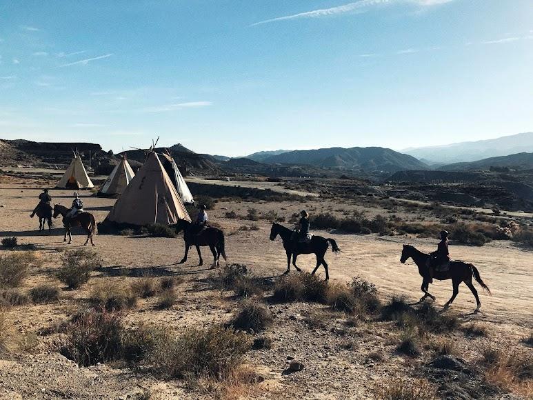 Paseo de caballos en el Fort Bravo.
