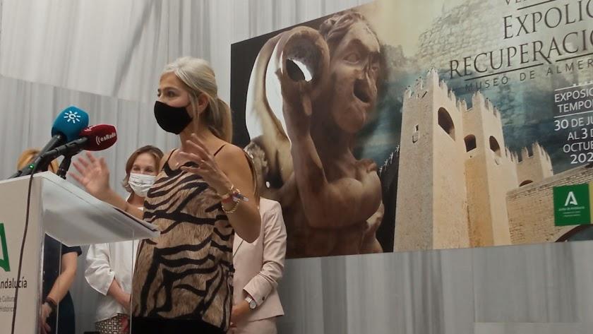 La consejera Patricia del Pozo, durante su visita al Museo de Almería esta mañana.