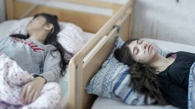 Το μυστήριο με τους έφηβους πρόσφυγες στη Σουηδίας που κοιμούνται ακατάπαυστα
