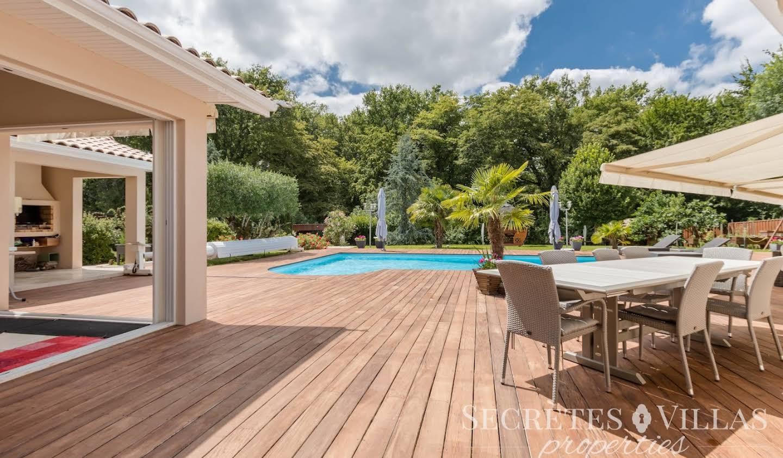 Villa avec piscine et terrasse Fargues-Saint-Hilaire