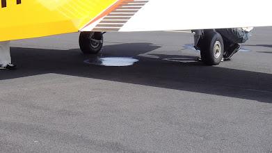 Photo: První problém, z jednoho zlínu OK-RKR začlo unikat palivo