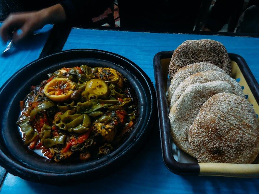 Традиционное блюдо из акулы и овощей