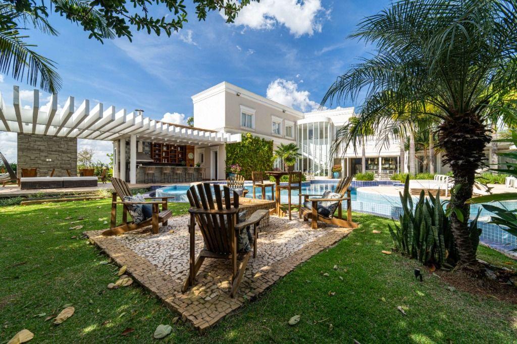 Fazenda da Grama, Praia-Clube a 40 min de SP. Casa à venda, projeto de Sergio Gonzalez, 1240 m², paisagismo, piscina, Spa, gourmet, 9 suítes e mais