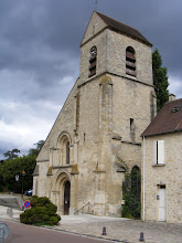 Photo: Villennes' Romanesque church dates back to the second half of the eleventh century. It suffered extensive damage during the Hundred Years War, but because of the strength of its walls and the thickness of its buttresses, it avoided total ruin. The bell tower was added in the late 16th century.