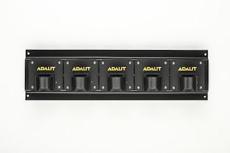 Photo: Nabíječku na typ L-5R Plus lze zapojovat do série. Nabíječky jsou dodávány v provedení na 12V, 24V a 240V.