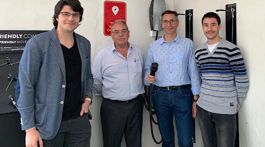 Los primeros cargadores de 'Pásate a lo eléctrico' ya están instalados en Laroya