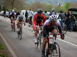 Photo: Il retrouve un groupe avec il finira la course.