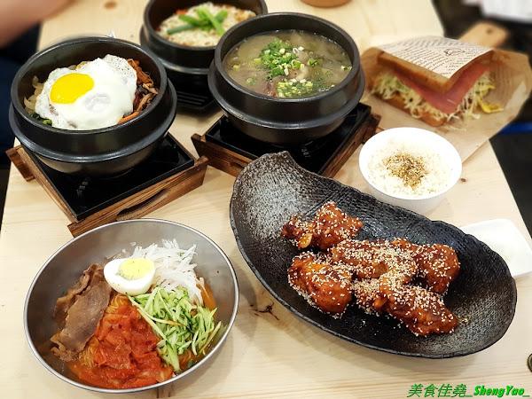 艾來佳 韓式料理廚房 - 台中另類早午餐,一大早就能吃到韓國料理,老闆娘是韓國人,食材也是來自韓國,口味道地,銅板價位,餐點份量充足,大推韓式牛骨湯郭、韓式蔬菜拌飯,目前店家周年慶活動有多樣餐點特價外