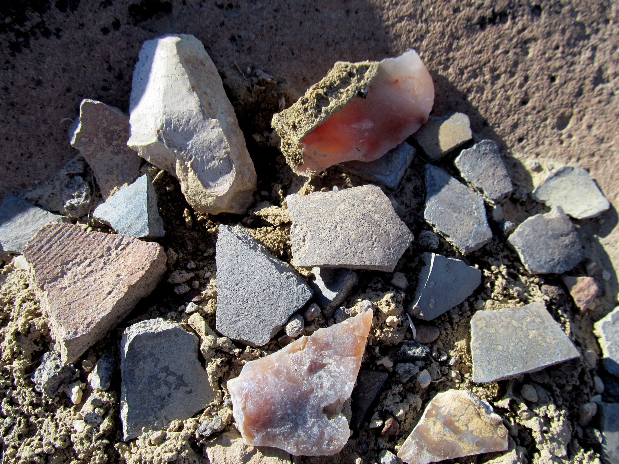 Photo: Potsherds and lithic flakes