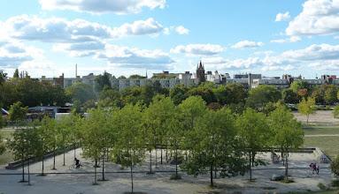 Photo: Mauerpark; Blick über Gesundbrunnen; FriedensKirche des Hl. Sava FriedensKirche des Hl. Sava