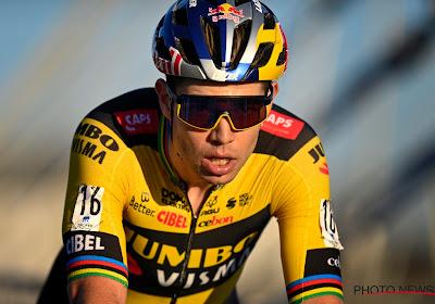 Slimme marketingtruc van Jumbo-Visma: Nederlandse wielerploeg speelt in op contractverlenging Wout van Aert met opvallend shirt