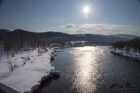 川面に輝く朝の光