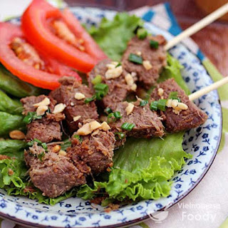 Vietnamese Grilled Lemongrass Beef Skewers (Thit Bo Nuong Sa)