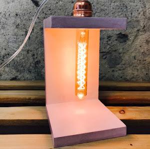 lampe en béton rose pastel pour chamnre d'enfant créatrice d'objets déco en béton Junny