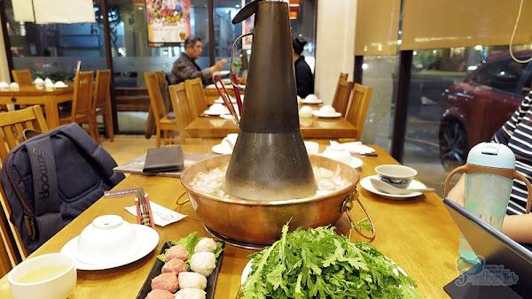 真正東北人的酸菜白肉鍋就在徠圍爐北方風味館,正宗道地的北方口味在這裡,吃過才知什麼是真正的酸菜白肉鍋。