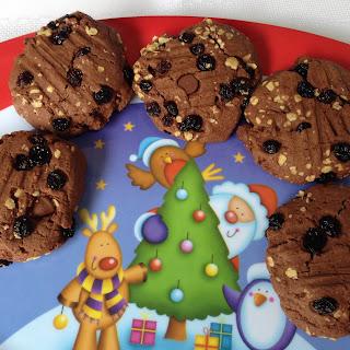Donna Hay rum & raisin Christmas cookies