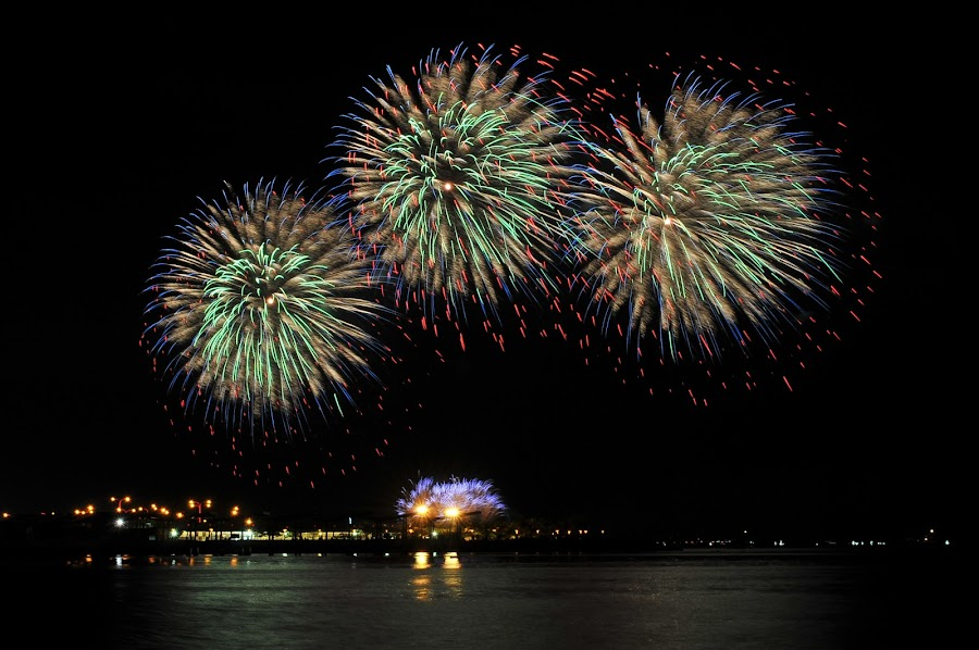 Paint the Sky with Fireworks by Rman Alfred Lorenzo - City,  Street & Park  Skylines ( magnifico photograhy, pyro olympics, fireworks, manila bay, more fun in the philippines, mall of asia )