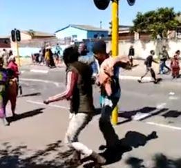KYK | 'Looters' vlug met heel karkasse aangesien slaghuis kaal gestroop word - SowetanLIVE