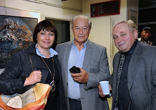Photo: Eröffnung der Galerie Kunst-Werk - Werk-Kunst am 26.9.2013 in Wien-Meidling. Dr. Christine Schauhuber, Ing. Peter Skorepa mit Galeriegründer Anton Cupak. Foto: Barbara Zeininger