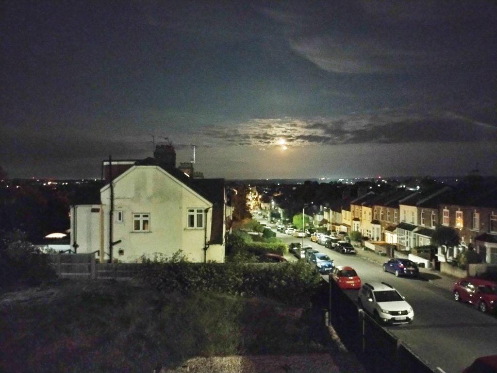 Motorola Moto G50 in night time situations