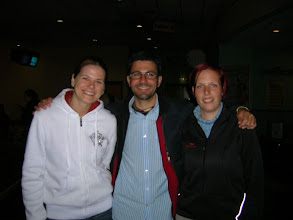 Photo: Lenka, Angel y Martina (Czeck Republic, Spain, Czeck Republic). Before to play bowling (my first time!!, it's funny)