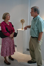 "Photo: Barbara Wolanin discuses David Fry's ""Juror's Choice"" winning sculpture with him."