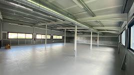 Interior de las nuevas y modernas instalaciones del gimnasio olulense.