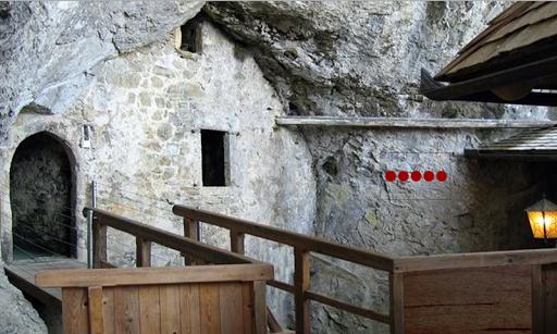 ブレッド洞窟城からの脱出