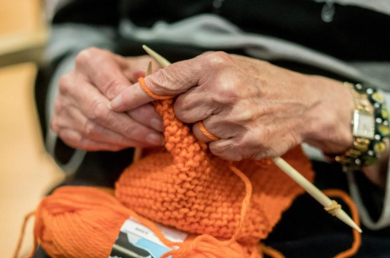 strikking av oransjeskjerf