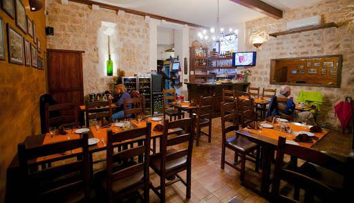 Old-Dubrovnik-eatery.jpg - Konoba Dalmatino, at Ul. Miha Pracata 6, regarded as one of the best eateries in Old Dubrovnik, serves Mediterranean fare such as cheeses, prosciutto, soup, calamari and mussels.