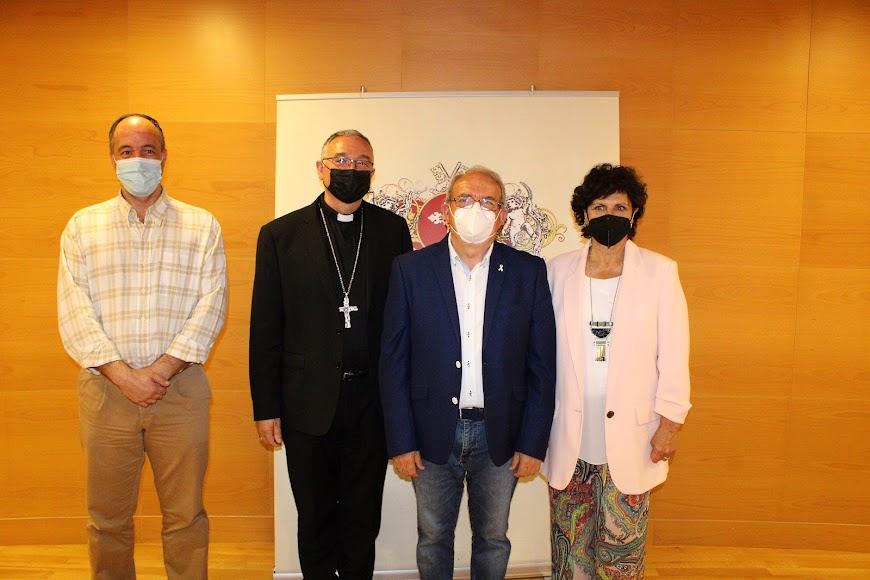 David Llena, Providentia; el obispo Antonio Gómez Cantero; el alcalde de Vícar y la diputada provincial Carmen Navarro.