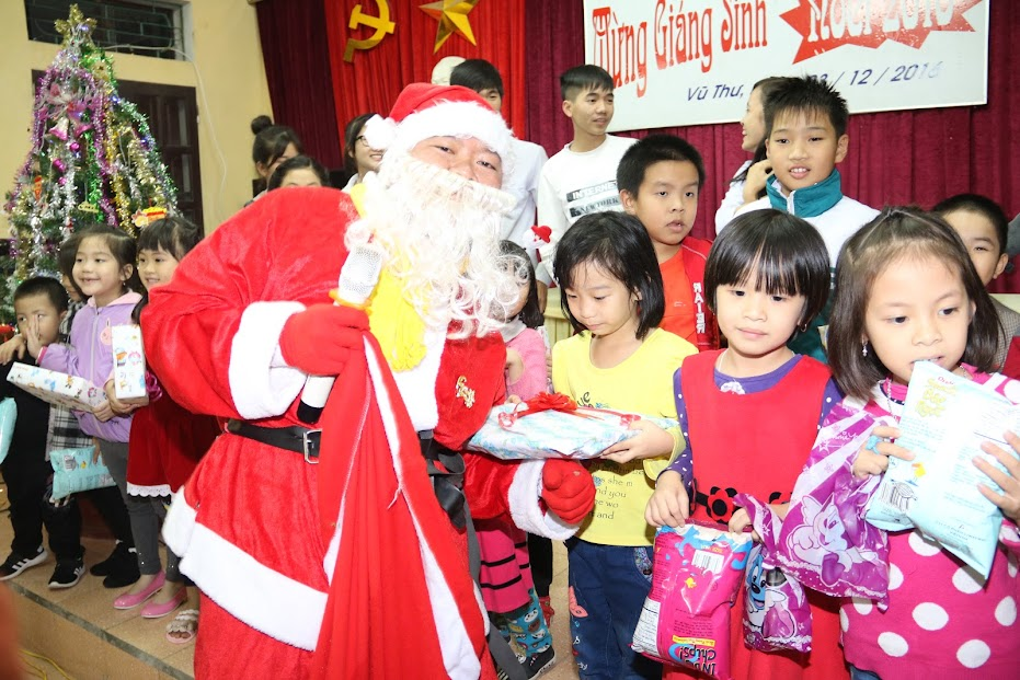Ngoại khóa: Tổ chức lễ giáng sinh năm 2016 cho học sinh công giáo