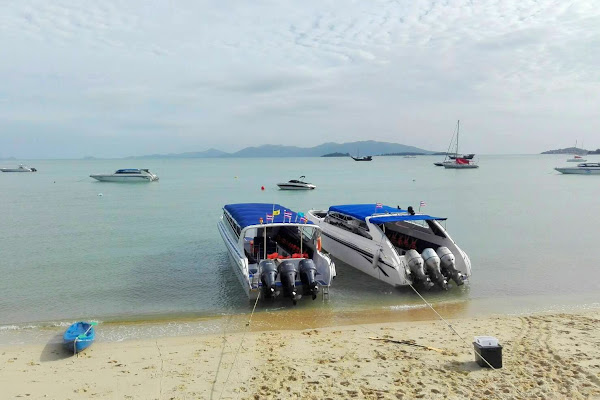 Board the Insea speedboat at Bang Rak Pier