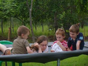 Photo: Lekker voorlezen op de trampoline