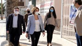 La secretaria del  PSOE andaluz visitó el Ayuntamiento carbonero y se entrevistó con su alcalde, José Luis Amérigo.