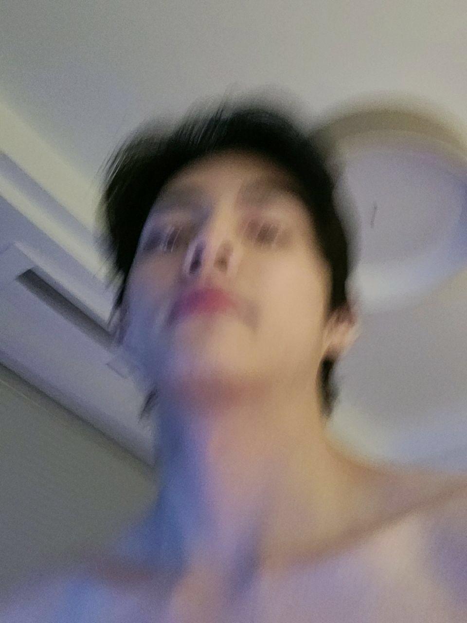bts v shirtless 1