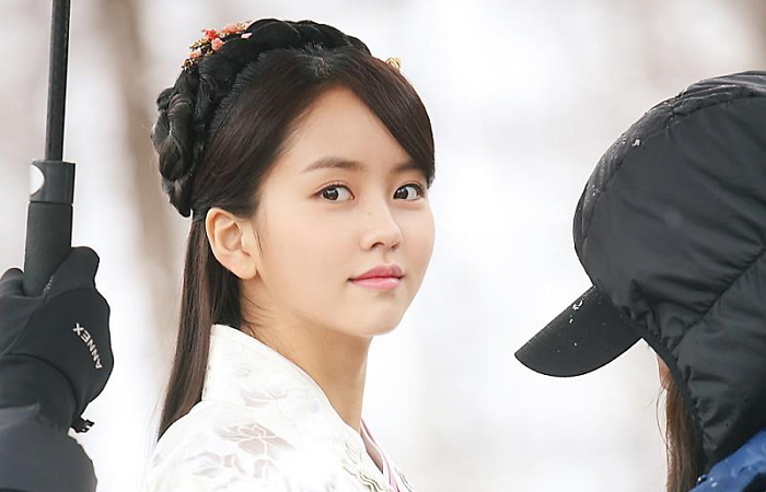 15 Idols You Never Knew Were Natural Beauties