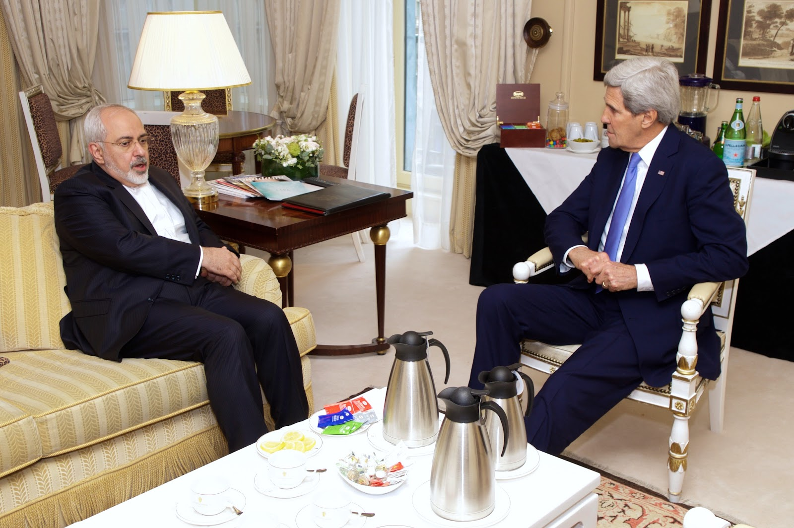 Secretary_Kerry_Meets_With_Iranian_Foreign_Minister_Zarif_in_Paris_to_Continue_Nuclear_Program_Negotiations_(16107653417).jpg